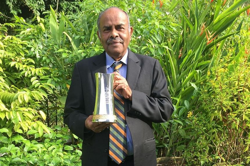 Mr Kesavapany with the Community Champion Award from tabla! The annual award is given to a member of the Indian community who has carried out distinguished work with the less fortunate.