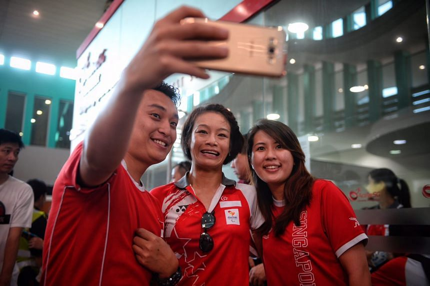 Fans taking a photo with Paralympian Laurentia Tan (centre) at the Sengkang Sports Centre.
