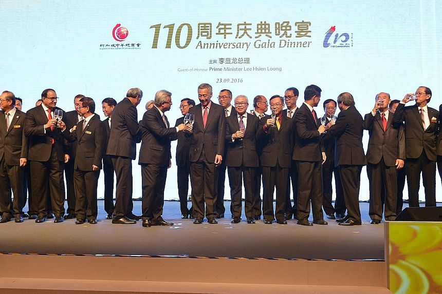 PM Lee and SCCCI president Thomas Chua joining the toast at the SCCCI 110th anniversary gala dinner last night.