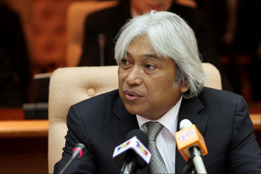 Bank Negara Malaysia Governor Muhammad Ibrahim said that the direction and level of the exchange rate should be determined by market forces.