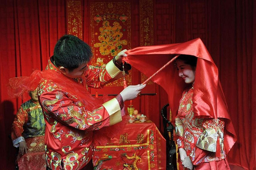 It's the stuff of Chinese period dramas: Bridegroom Shen Kai and his bride Shi Shaodan had their dream traditional Chinese wedding in their hometown of Huaihua in China's Hunan province on Sunday, complete with a wedding procession that included a pa