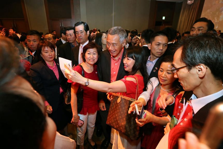 Prime Minister Lee Hsien Loong meets Singaporeans residing in Japan including (left of PM) Alice Omogai, 62, and (right of PM) Regina Hasegawa, 48, during a National Day reception held at Palace Hotel, Tokyo on Sept 27, 2016.