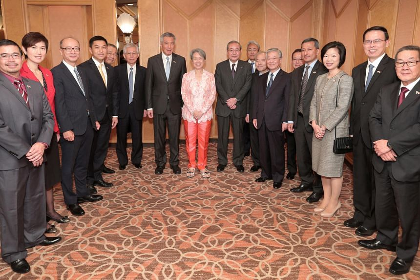 Prime Minister Lee Hsien Loong meets Japanese businessmen over lunch in Tokyo on Sept 28, 2016.