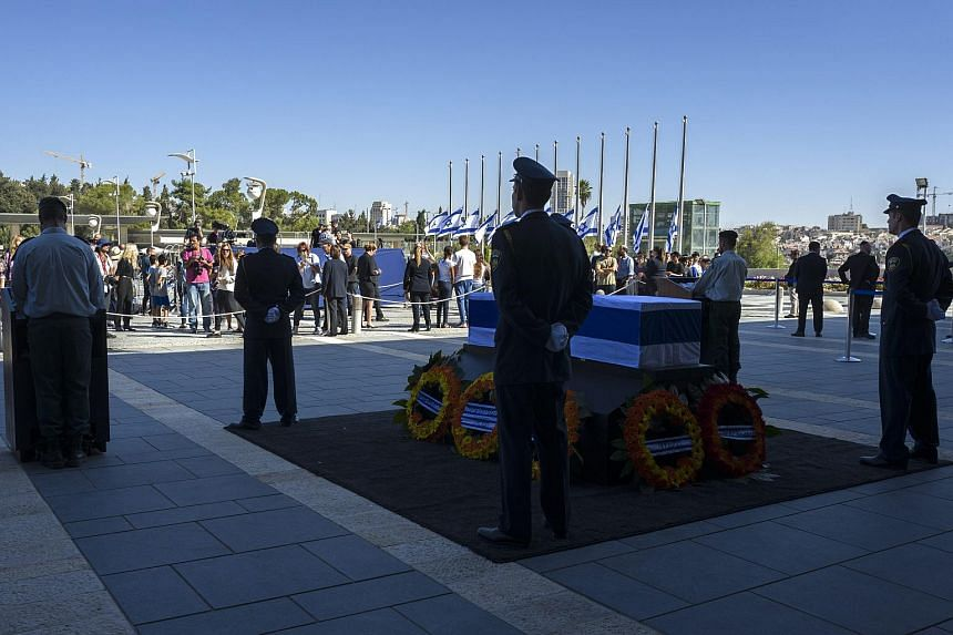 People pay their respects to former Israel president Shimon Peres during a memorial ceremony held for the public at the Knesset (Israeli Parliament) in Jerusalem on Sept 29, 2016.