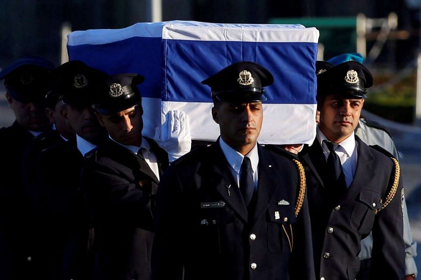 The flag-draped coffin of former Israeli president Shimon Peres is carried by members of a Knesset guard upon its arrival at the Knesset Plaza, in Jerusalem, Sept 29, 2016.