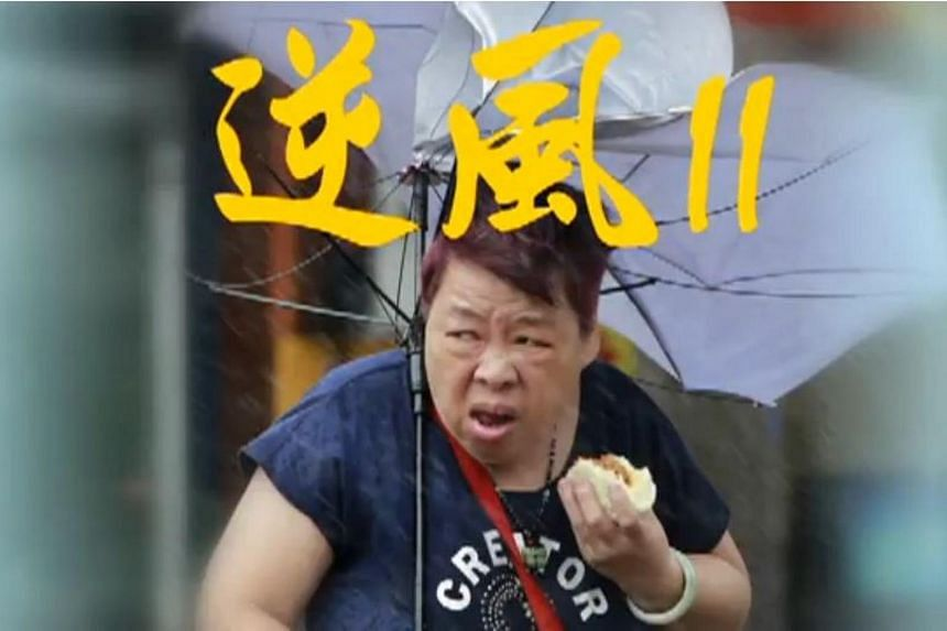 A photo of a Taiwanese fruiterer eating a pork bun during Typhoon Megi caught the attention of netizens after it was published by the Wall Street Journal.