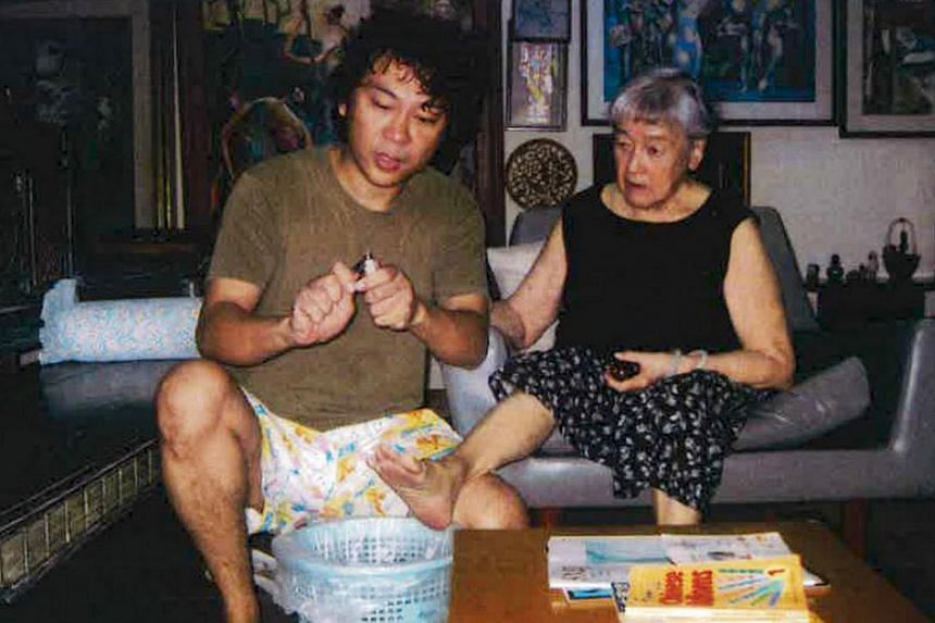 Yang trimming the toenails of Madam Chung in a photo taken on Aug 20, 2014.