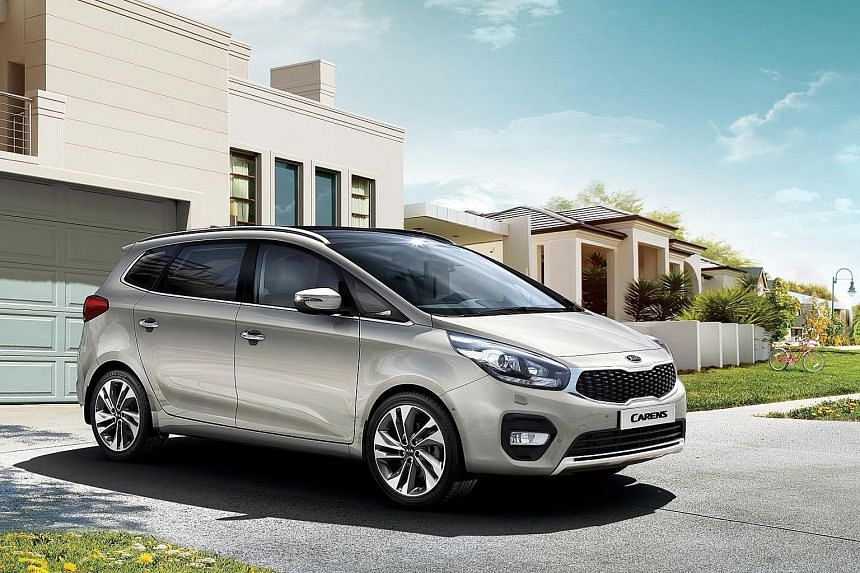 The revised Kia Carens.