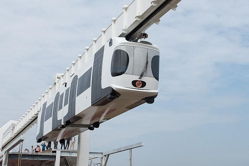China's first suspension railway line finished its test run in Chengdu, capital of Sichuan province, yesterday. The train, powered by lithium batteries, has a speed of 60kmh. It successfully ran along the 300m test section of the track. The load capa