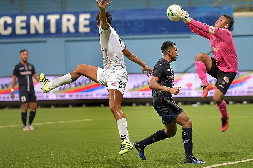 Warriors' goalkeeper Yazid Yasin saving a strike by Albirex Niigata's Kazuki Mine (far left). The Japanese team are on 47 points, seven ahead of second-placed Tampines Rovers who have one game in hand.