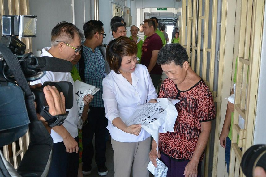 Dr Lily Neo, MP for Jalan Besar GRC and Chairman of Jalan Besar Town Council, distributing the trash bags to residents in Block 2 Jalan Kukoh.