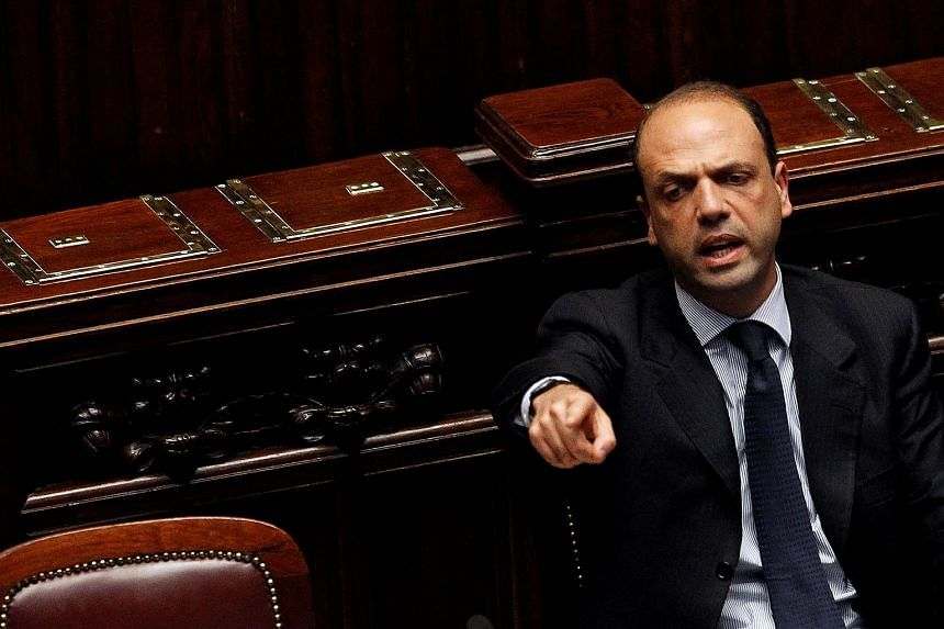 Italy's Interior Minister Angelino Alfano has said that the government will not resign, regardles of the result of the forthcoming referendum on constitutional reform.
