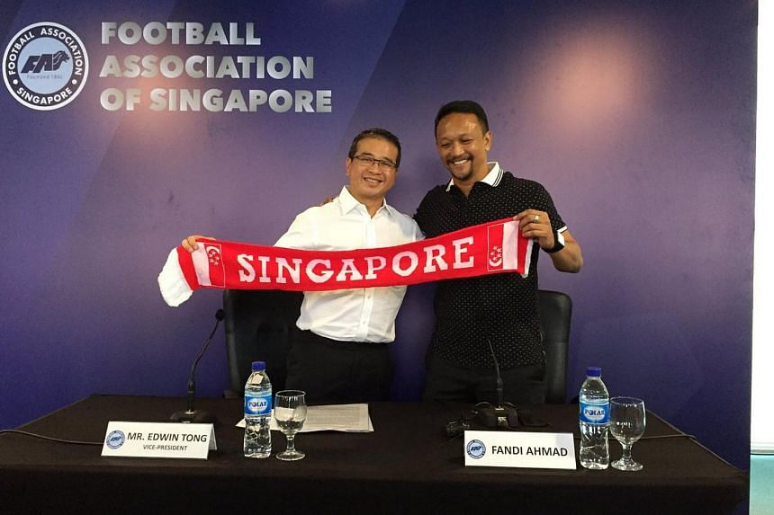 Fandi Ahmad (right) and FAS vice-president Edwin Tong during a media conference on Oct 4, 2016.