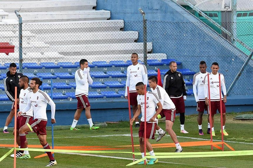 Venezuela's national football team players take part in a training session at the Parque Central training center in Montevideo on Oct 4, 2016.