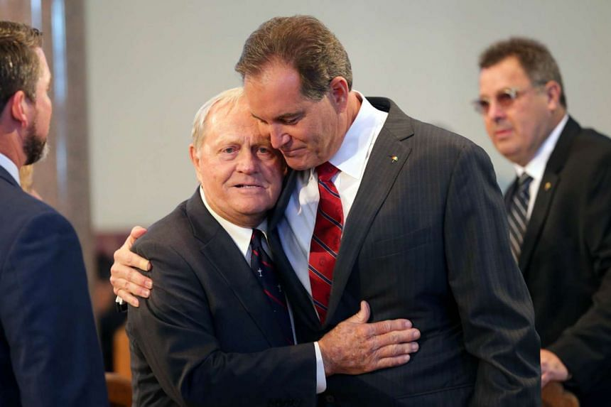 Sportscaster Jim Nantz (right) shares a hug with Jack Nicklaus during the memorial.
