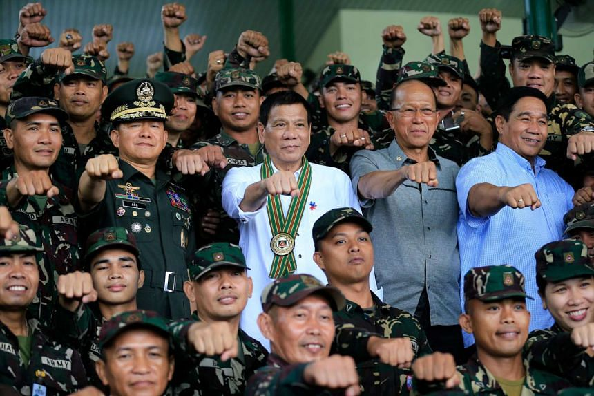 Philippines President Rodrigo Duterte  with members of the Philippine Army during his visit at the army headquarters in Taguig city on Oct 4, 2016.