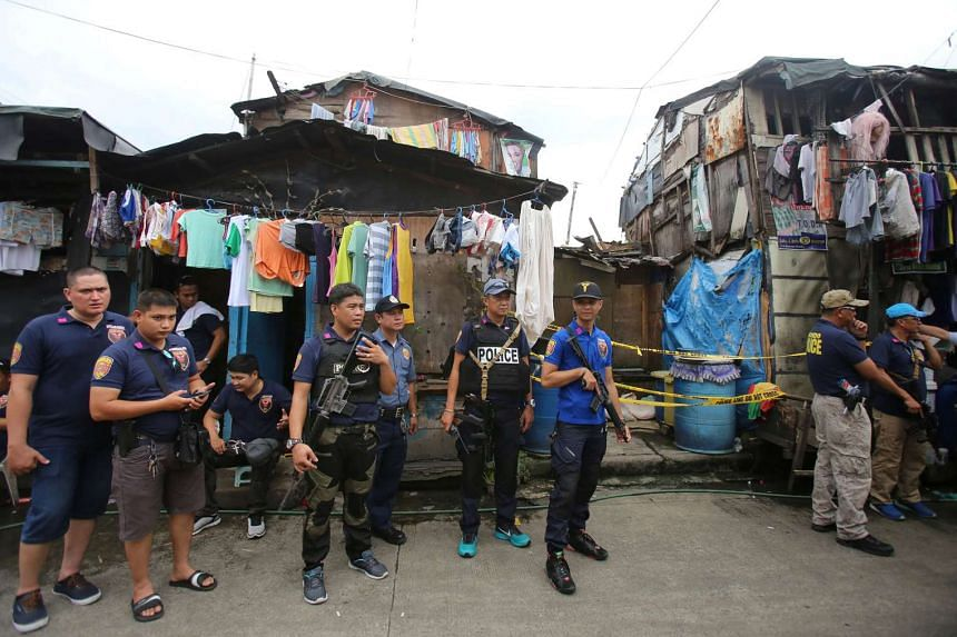 Members of the Philippine National Police (PNP) during a police operation against illegal drugs in a slum area in metro Manila, Philippines on Oct 6, 2016.