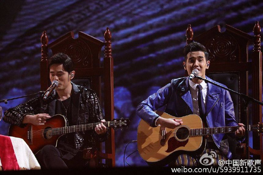 Nathan Hartono sings Nunchucks with mentor Jay Chou in the first round of Sing! China on Oct 7, 2016.