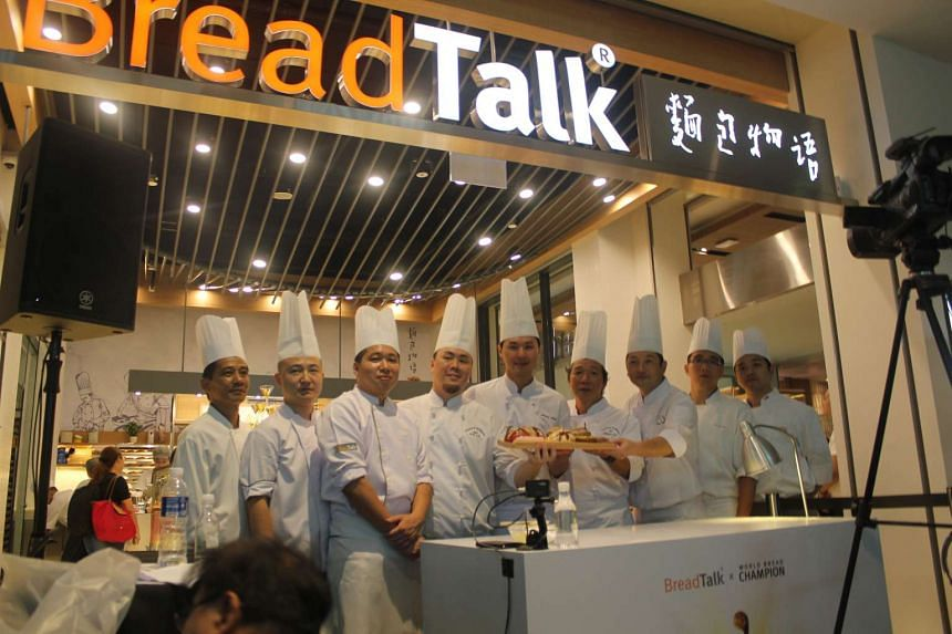 2015 Mondial du Pain (World of Bread) champion, Chef Johnny Chen Yung-Hsin (fifth from left), with BreadTalk's team of R&D chefs at the launch of the new masterpiece premium collection at Tiong Bahru outlet.