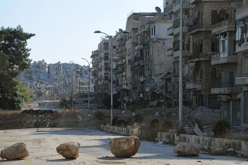 Syrian pro-government forces advance in Aleppo's Bustan al-Basha neighbourhood on Oct 6, 2016.