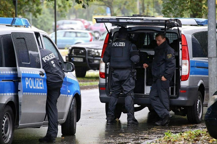 A large-scale police operation is underway in response to a possible bomb attack in an area of Chemnitz.