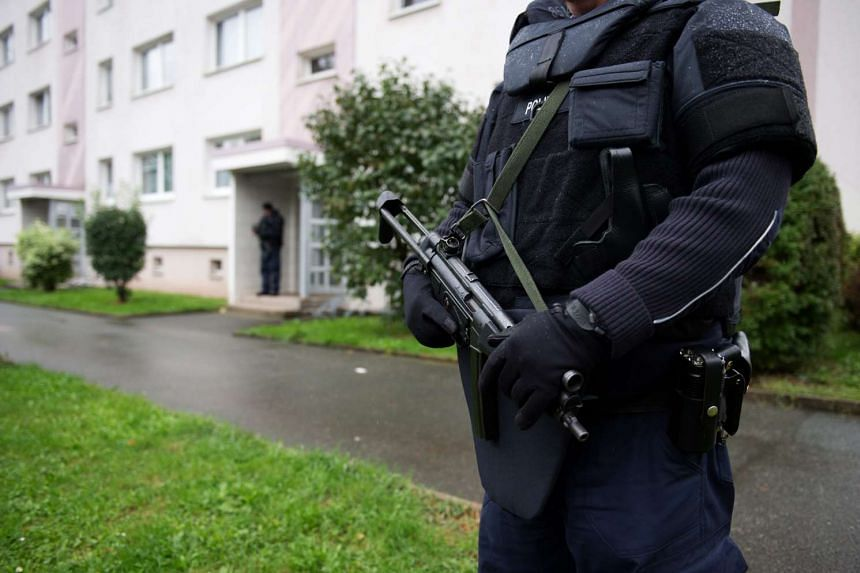 Police officers secure a residential area in Chemnitz, Germany, Oct 8, 2016.
