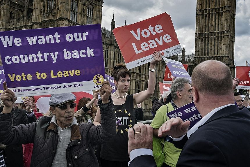 Leave supporters making a stand in London before the June 23 Brexit vote. Ultimately, voters made their choice based on whether they cared more about the migrant issue or economic stability. Colombians voting a week ago on whether to ratify a peace a
