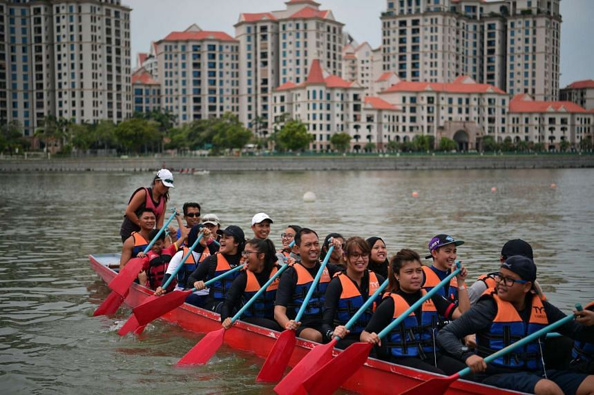 Participants from KK Hospital and their families trying out dragonboating at the Water Sports Centre Community Day on Oct 9, 2016.
