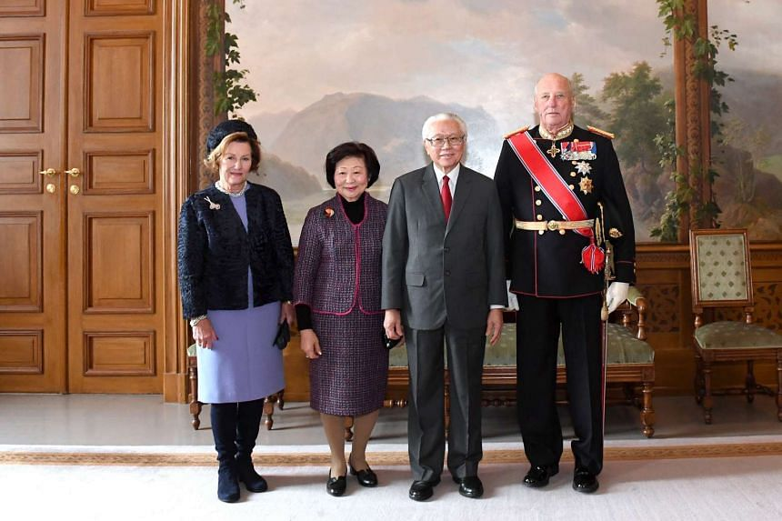 (From left) Queen Sonja, Mrs Mary Tan, President Tony Tan and King Harald V in the Bird Room in the Royal Palace on Oct 10, 2016.