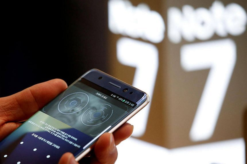 A customer tries out a Samsung Electronics' Galaxy Note7 at the company's headquarters in Seoul.