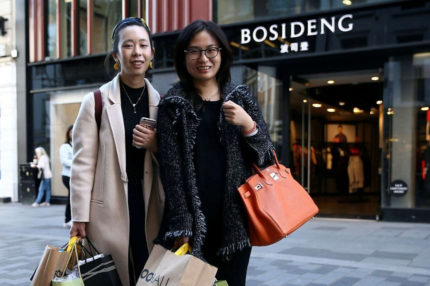 Chinese tourists Chen Haiti (left) and Wang Jialin pose for a portrait in London on Oct 5, 2016.