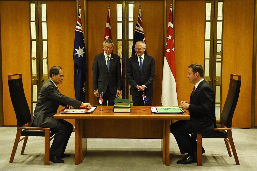 (From left) Singapore's Minister for Trade Lim Hng Kiang, Prime Minister Lee Hsien Loong, Australia's Prime Minister Malcolm Turnbull and Minister for Trade Steven Ciobo attend a memorandum of understanding signing at Parliament House in Canberra.
