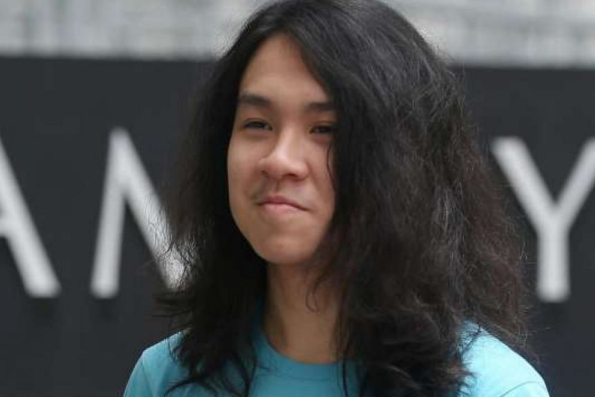 Teen blogger Amos Yee surrended himself at the State Courts to begin serving a six-week jail term.