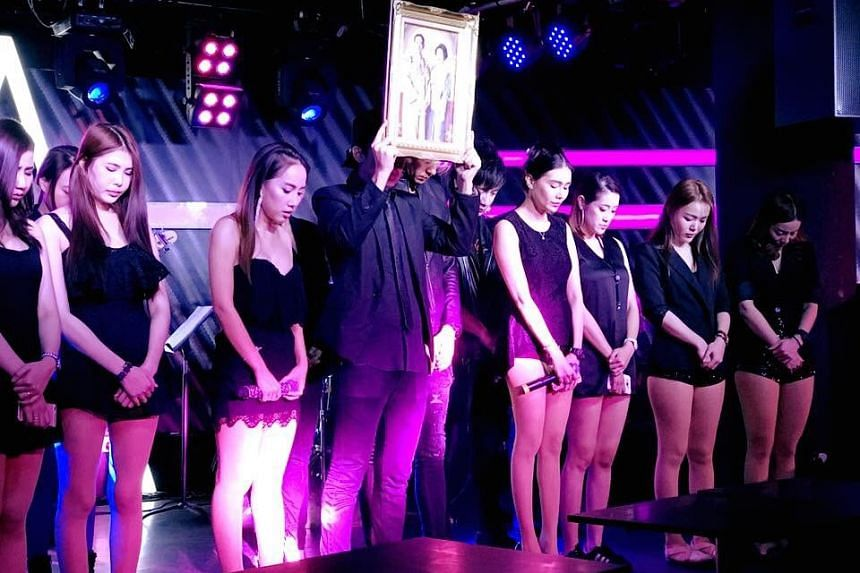 A moment of silence was observed before the start of business at Thai fusion club Club AURA on Thursday (Oct 13) evening, to mourn the late King Bhumibol Adulyadej.