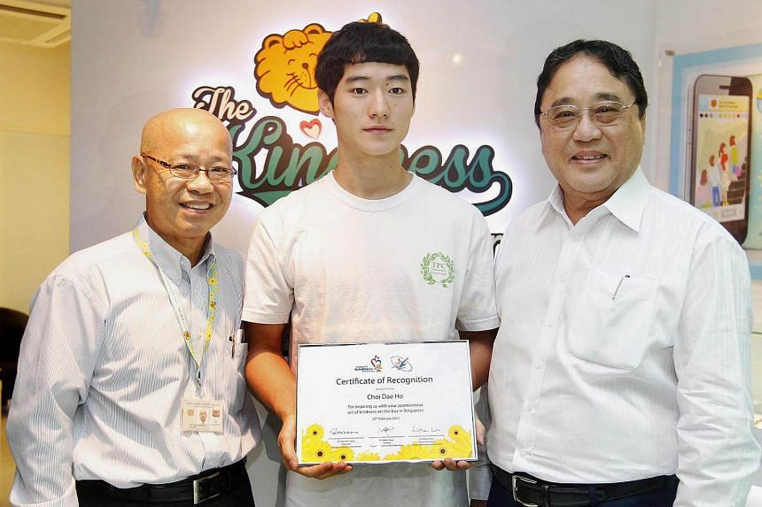 Mr Choi Dae Ho (centre) with a certificate he received from the Singapore Kindness Movement. Flanking him are Mr Milan Kwee (left), President of the Singapore Taekwondo Federation (STF) and Dr William Wan, the movement's general secretary.