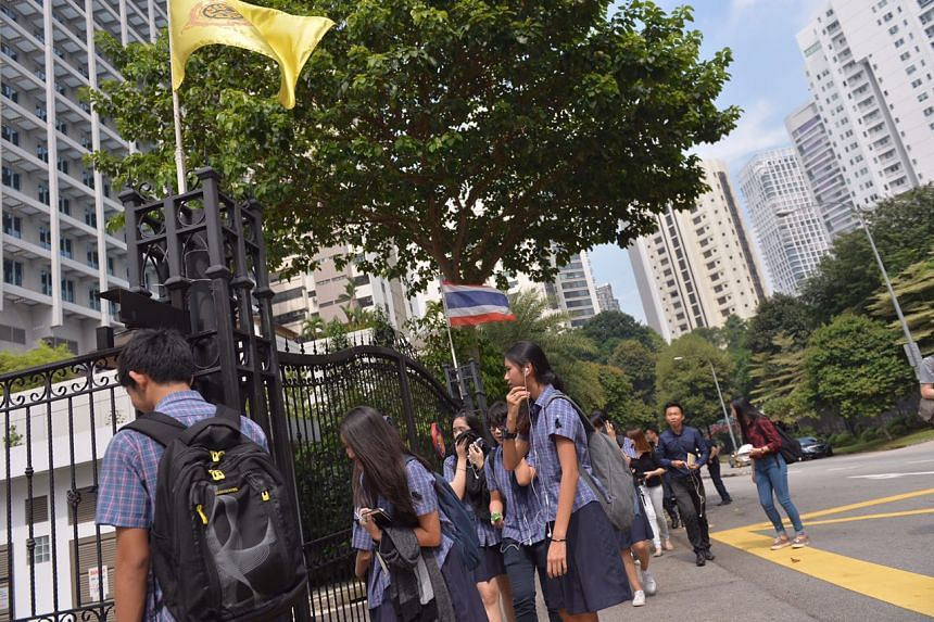 Students from St Francis Methodist School at the Thai embassy in Singapore to pay their respects to the late King Bhumibol Adulyadej on Friday (Oct 14).