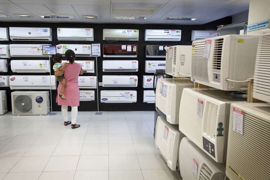 Customers look at air-conditioning units at Vijay Sales in Mumbai, May 22, 2012. A phaseout of hydrofluorocarbons could have a major effect on climate change but would make air-conditioning more expensive just as many Indians are becoming able to aff