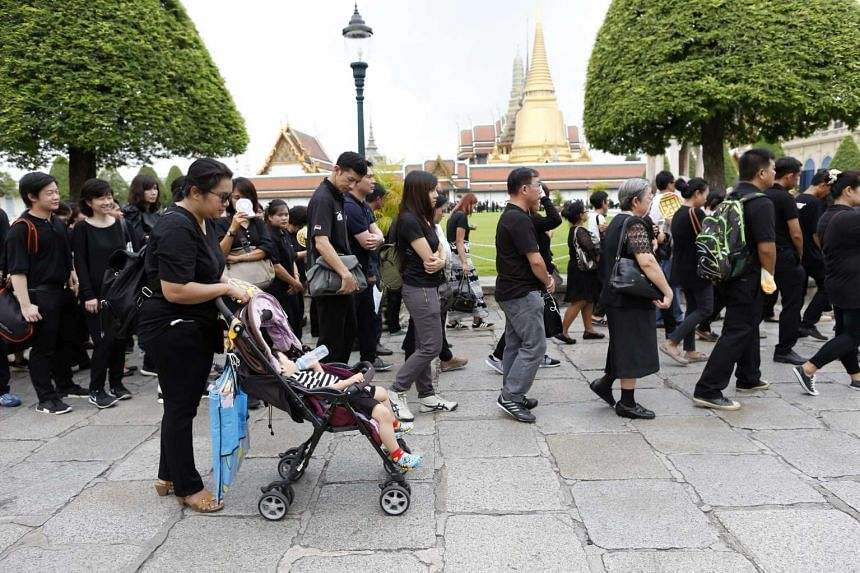 Thai mourners queue up to sign condolence books to pay their respects to the late Thai King Bhumibol Adulyadej at the Grand Palace in Bangkok on Oct 16, 2016.