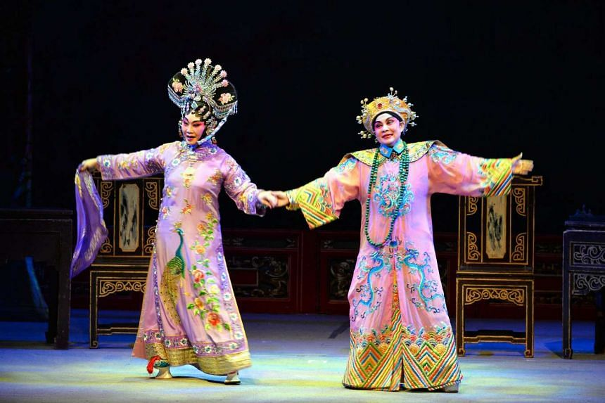 See Too Hoi Siang (left) plays concubine Zhen Fei while Frances Wong is Emperor Guangxu in the Chinese opera, Intrigues In The Qing Imperial Court.