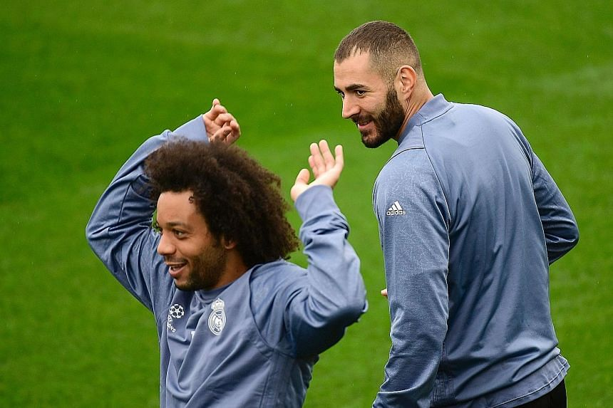 While Karim Benzema (right) has seen his suspension from the national squad lifted, France national coach Didier Deschamps has yet to recall the striker back to his team even after the Euro 2016 tournament.