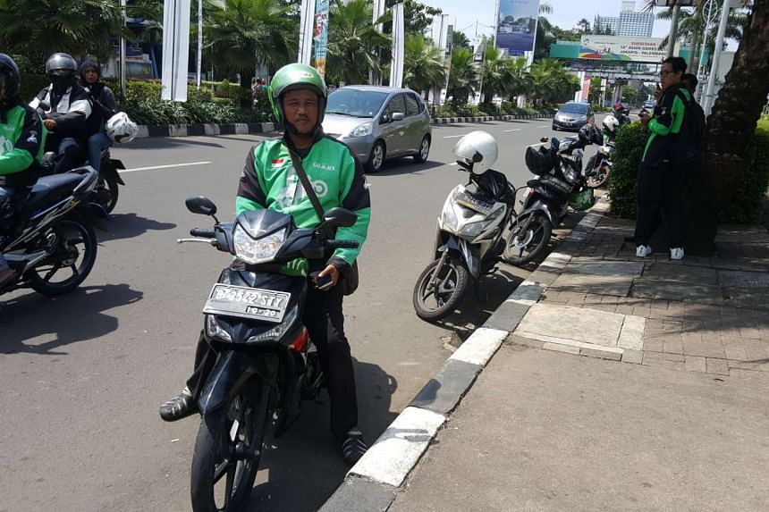 "Indonesian David is a ""Tukang Ojek Online"", a motorcycle-taxi driver hired by ride-hailing app-based companies to give clients rides, shop on their behalf and make deliveries to their homes."