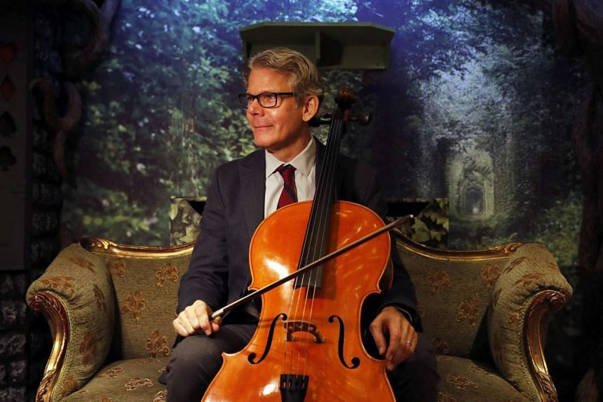Cellist David Teie's Music For Cats has risen to No. 1 on the iTunes Classical Music Chart and Amazon UK's Classical Orchestral Music Chart.