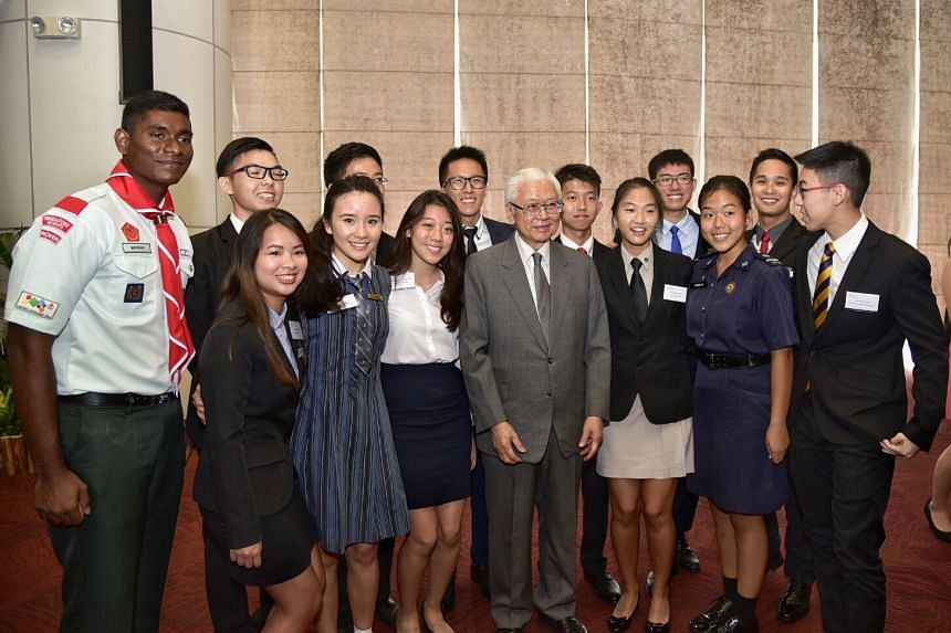 President Tony Tan Keng Yam at the 16th National Youth Achievement Award (NYAA) Gold Award with some of the 154 outstanding service-oriented young leaders .