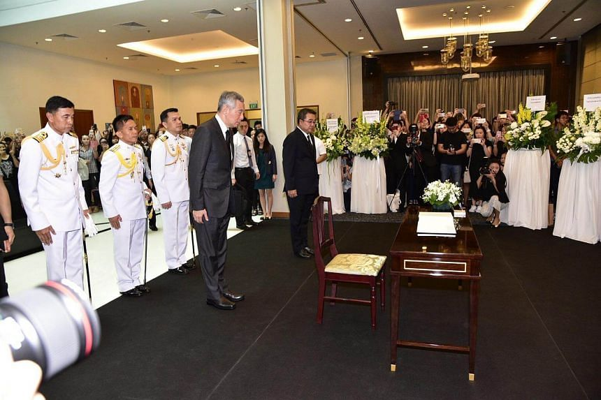 PM Lee Hsien Loong at the Thai Embassy. He will visit Bangkok on Thursday (Oct 20) and Friday to pay his respects to Thailand's late King Bhumibol Adulyadej.