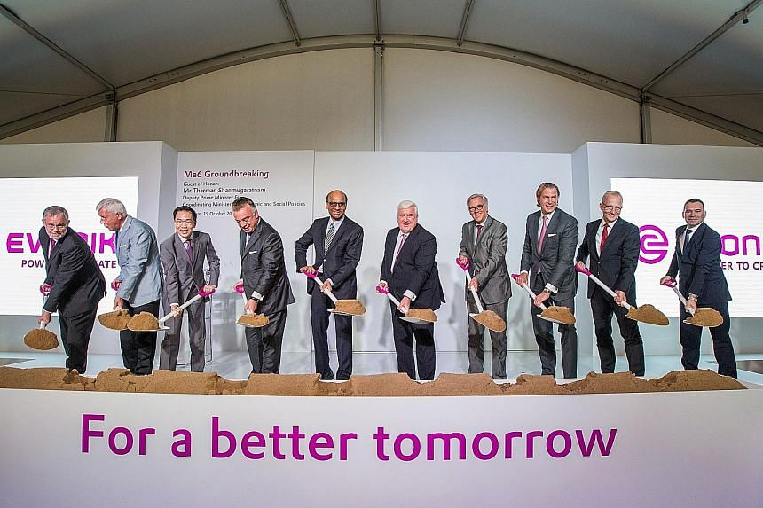 Dr Engel (sixth from left) beside Deputy Prime Minister Tharman Shanmugaratnam at the groundbreaking ceremony of Evonik's new methionine plant. With them are (from left) Evonik's regional president Peter Meinshausen, chairman of the supervisory board