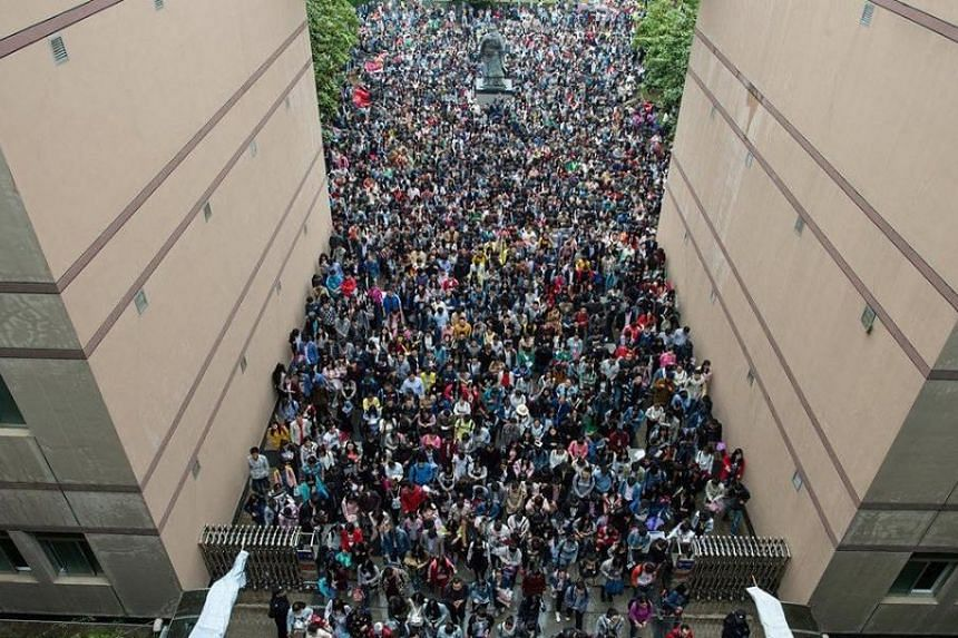 China's annual civil service recruitment drive began on Oct 15, with more than 27,000 vacancies on offer in over 120 central departments and agencies.