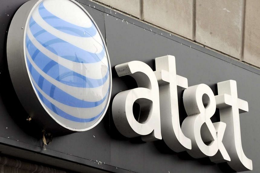 Telecom giant AT&T has struck a deal to buy entertainment company Time Warner.