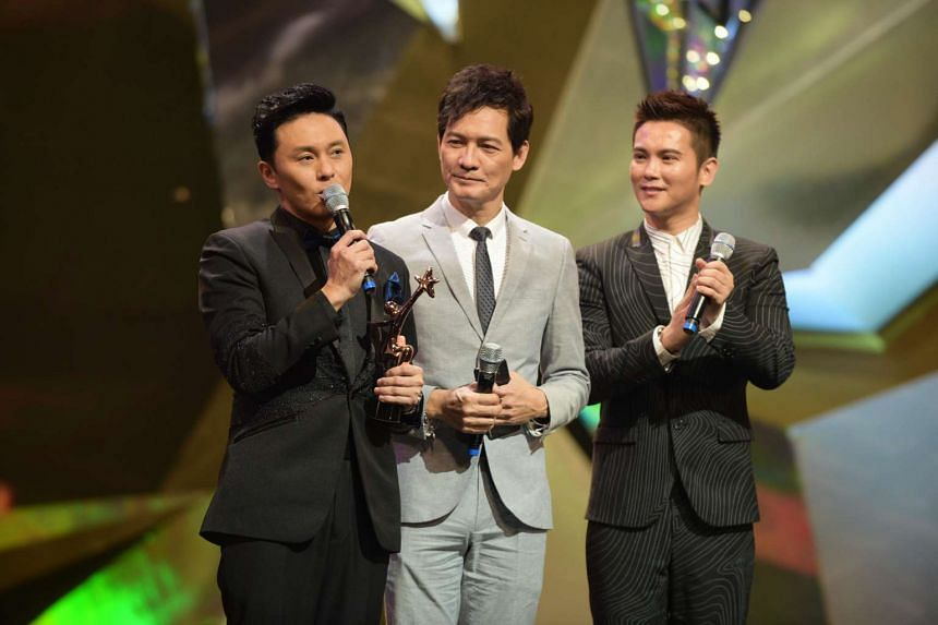 My Favourite TVB Supporting Actor winner Raymond Cho accepts his award at the Starhub TVB Awards 2016 on Oct 22, 2016.