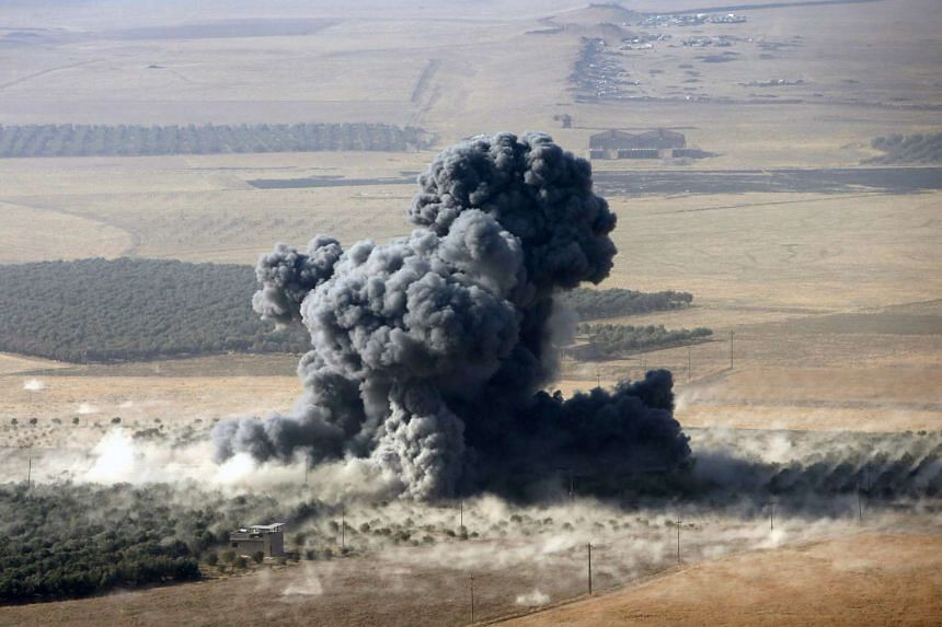 Smoke rises from ISIS postisionin the town of Naweran, near Mosul, on Oct 23, 2016.
