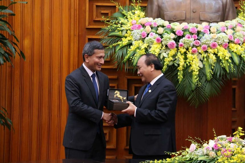 Minister for Foreign Affairs Dr Vivian Balakrishnan called on Vietnam Prime Minister Nguyen Xuan Phuc during his introductory visit to Vietnam from 25 to 27 October 2016.